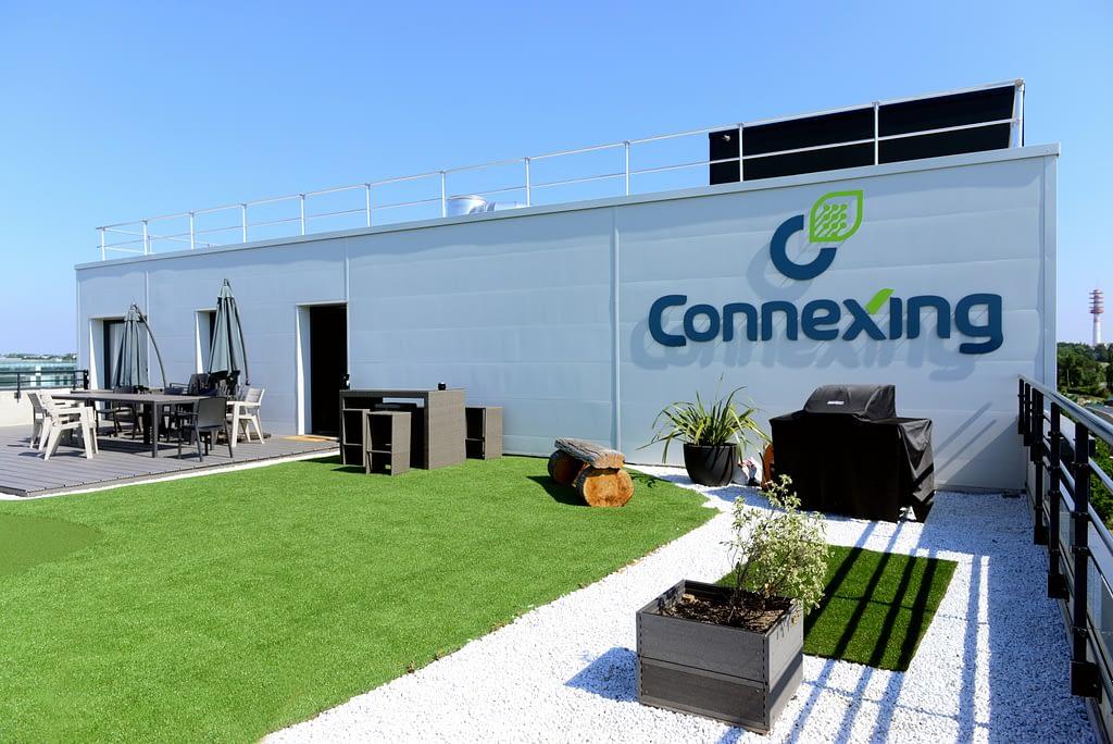 photo de la terrasse des locaux de l'entreprise connexing